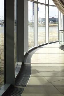 Pritaikytas prie fasado formos