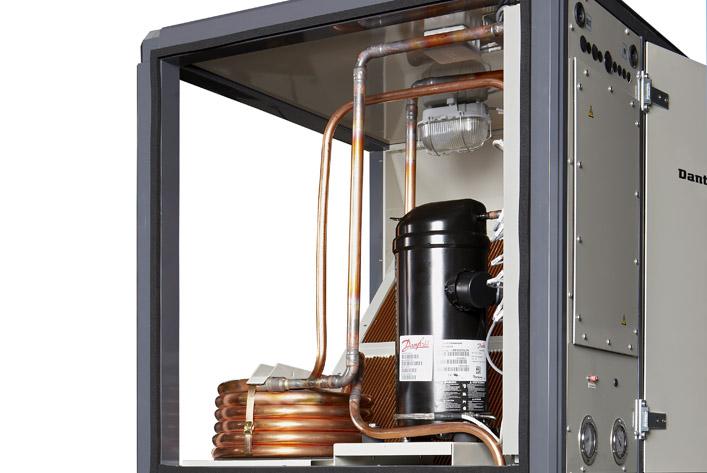 Vandeniu aušinamas kondensatorius